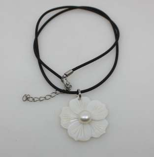 big natural white shell mother of pearl flower pendant