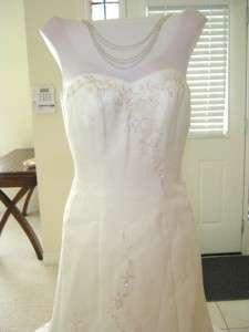 BRAND NEW Davids Bridal Wedding Dress Gown size 4 Strapless Trumpet