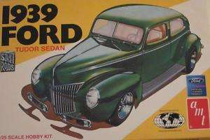 Amt 1939 Street Rods Ford Tudor Sedan 1/25 Scale Model