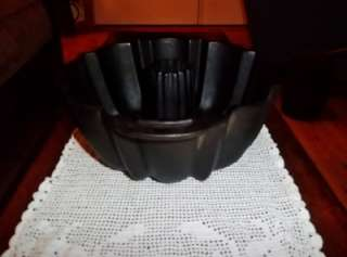 Very Nice Unmarked CAST IRON BUNDT CAKE PAN Excellent Collectible