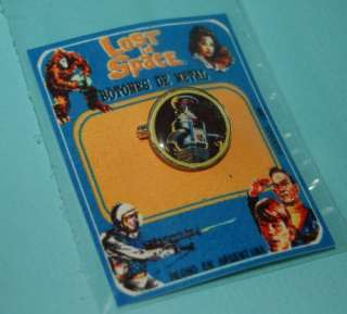 LOST IN SPACE THE ROBOT COLLECTIBLE METAL BUTTON PIN SEALED CARD
